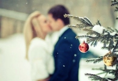 christmas-tree-couple.jpg